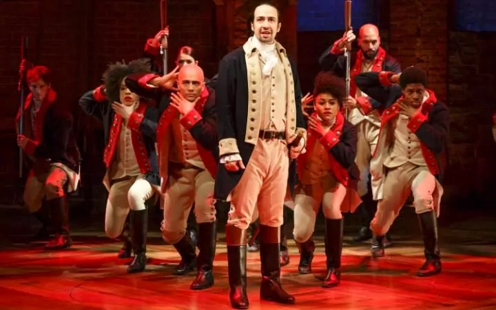 95787589_Lin-Manuel_Miranda,_foreground,_with_the_cast_during_a_performance_of_Hamilton,in_New_York-large_trans_NvBQzQNjv4Bqeo_i_u9APj8RuoebjoAHt0k9u7HhRJvuo-ZLenGRumA.jpg